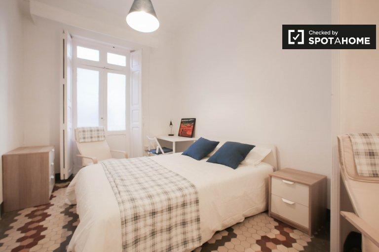 Quarto moderno em apartamento de 3 quartos em Extramurs, Valência