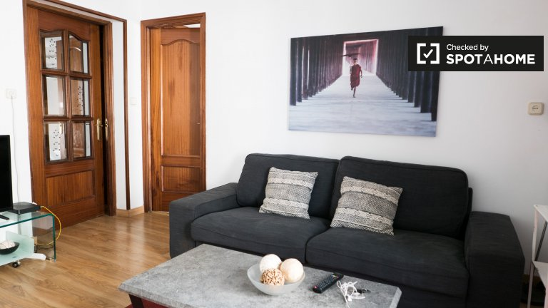 Peaceful 3-bedroom apartment for rent in Centro, Madrid.