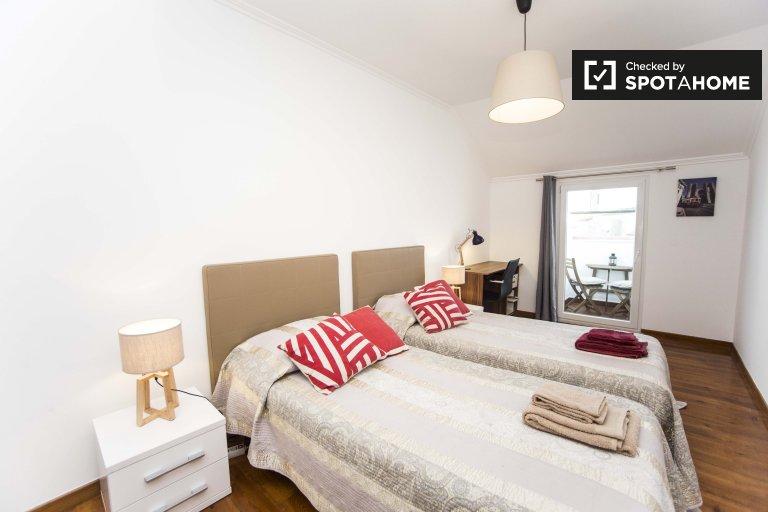 Grande chambre dans un appartement de 4 chambres à Arroios, Lisbonne