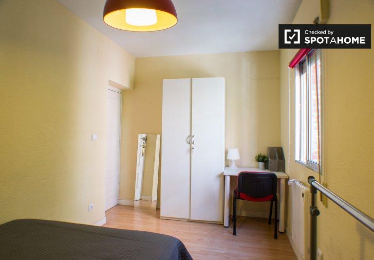 Luminous room in 4-bedroom apartment in Getafe, Madrid