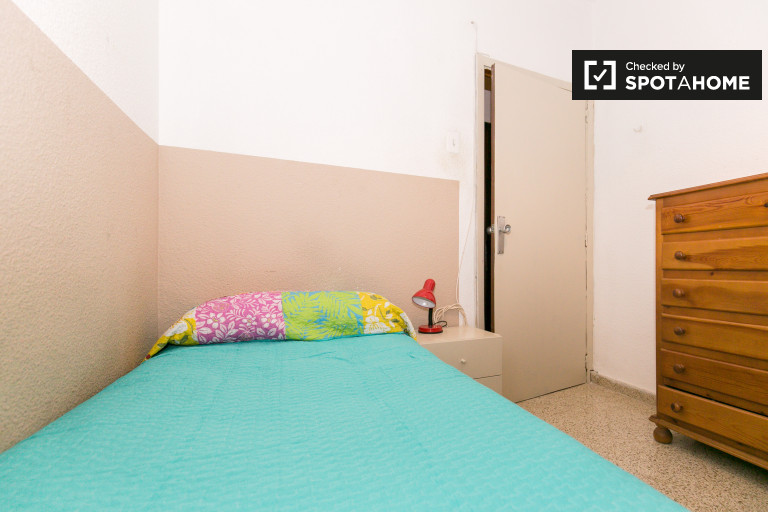 Single Bed in Rooms for rent in a 6-bedroom apartment in Ronda