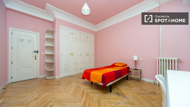Bedroom 5 – Large single room