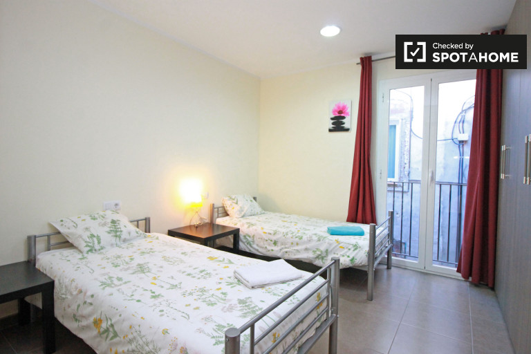 Decorated room in 3-bedroom apartment in El Raval, Barcelona