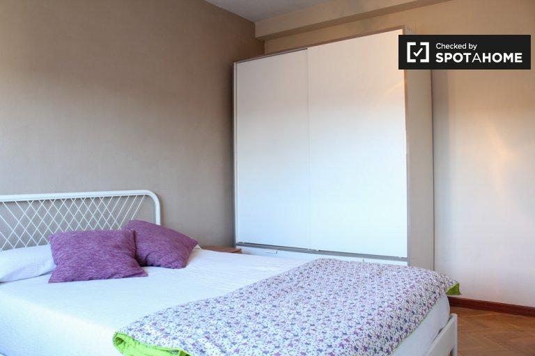 Chambre confortable dans un appartement de 2 chambres à Aluche, Madrid