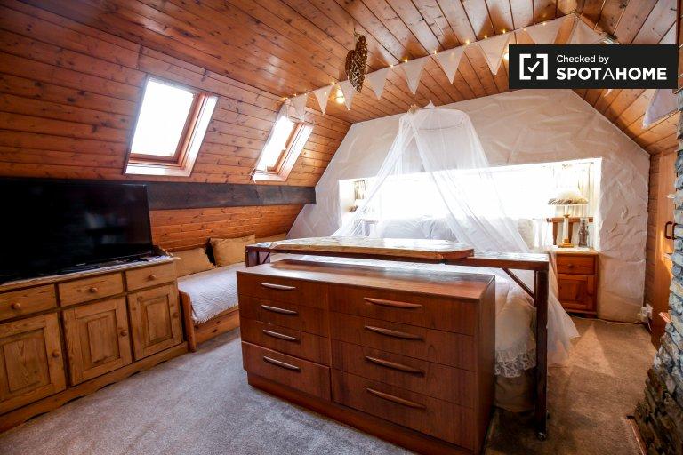 Malerisches Zimmer zur Miete in einem 4-Zimmer-Haus in Rush, Dublin