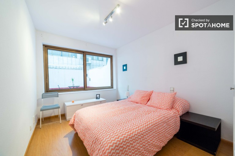 Double Bed in Rooms for rent in cosy apartment with balcony in Ciutat Vella area