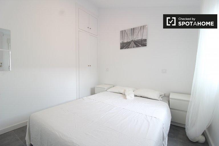 Chambre dans un appartement de 6 chambres à la Puerta del Ángel, Madrid