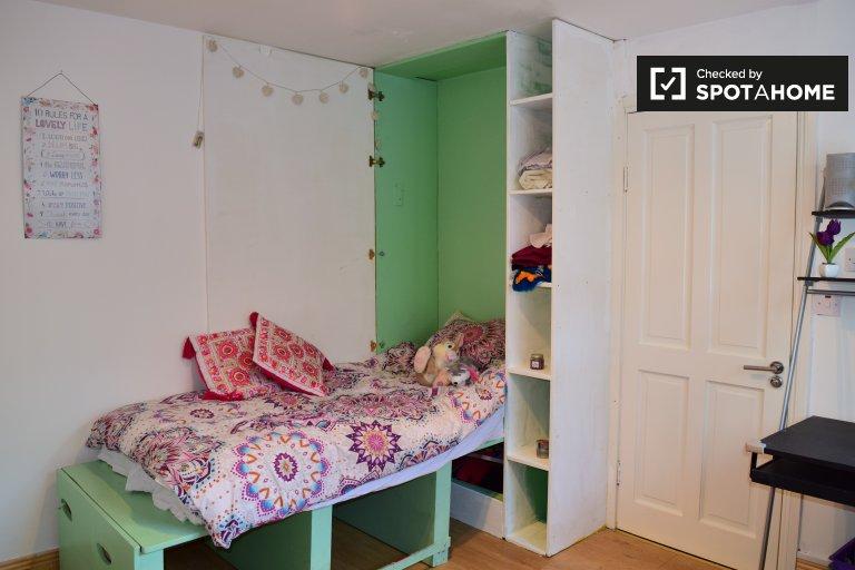 Cozy room in a 4-bedroom house in Lucan, Dublin