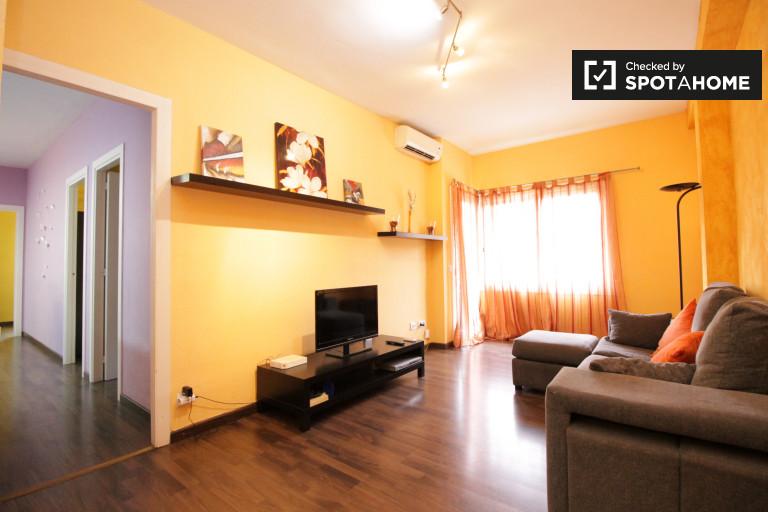 Apartamento de 3 quartos moderno para alugar em Poblesec, Barcelona