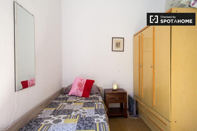 Excelente quarto em apartamento compartilhado em Eixample, Barcelona