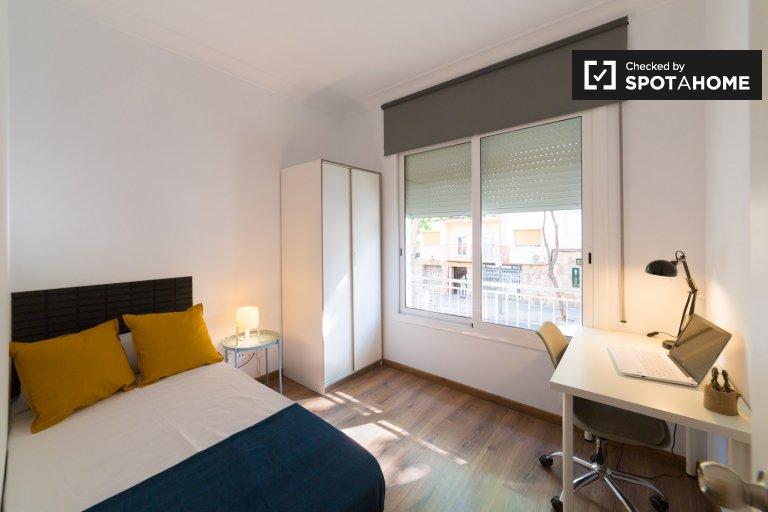 Room in 5-bedroom apartment in Horta-Guinardó, Barcelona