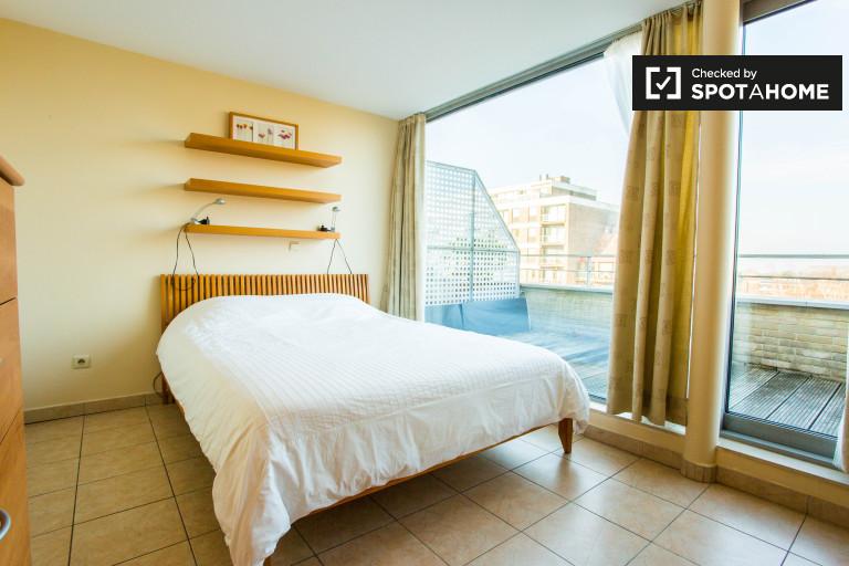 Großes Zimmer in 3-Zimmer-Wohnung in Evere, Brüssel