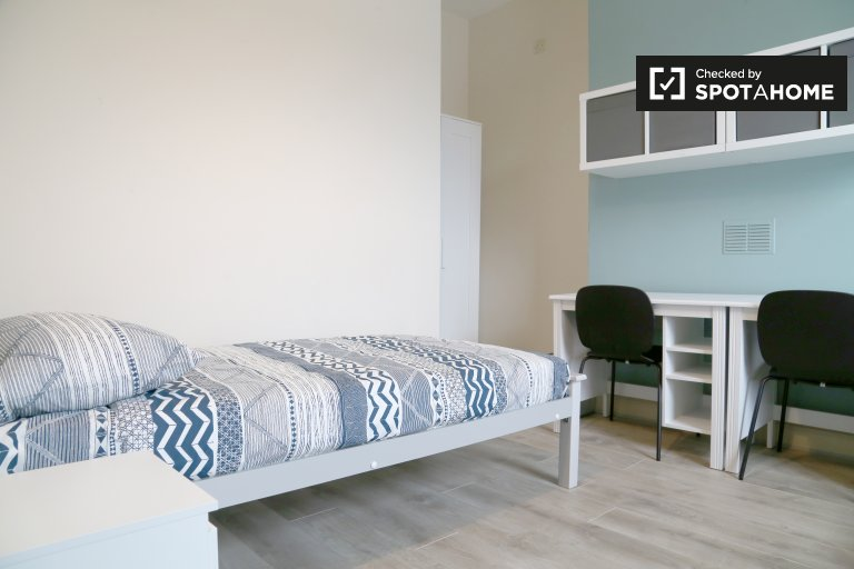 Lovely room to rent in 8-bedroom house in Stoneybatter
