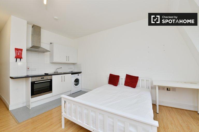 Studio minimaliste à louer à Tower Hamlets, Londres