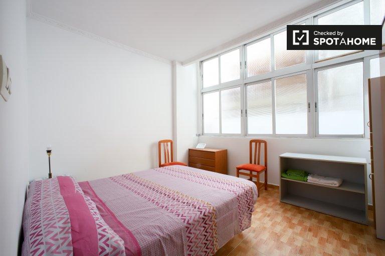 Camera in affitto in appartamento con 2 camere da letto a Patraix, Valencia