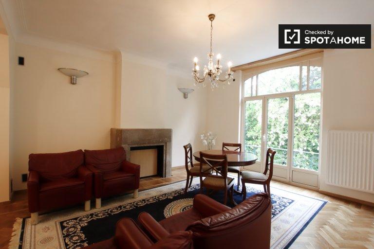 Apartamento de 2 quartos elegante para alugar em Anderlecht, Bruxelas