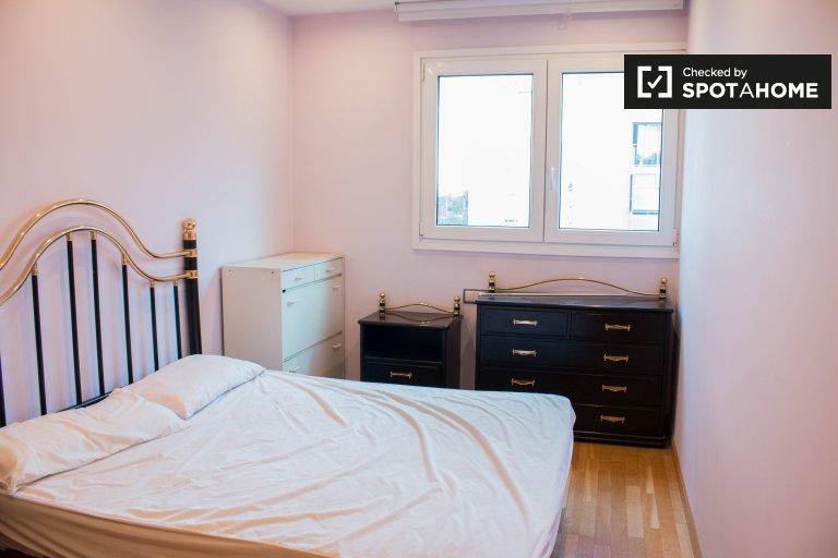 Furnished room in 3-bedroom apartment in Poblenou, Barcelona
