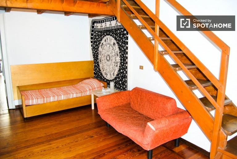 Schlafzimmer in 3-Zimmer-Wohnung zur Miete in Mailand