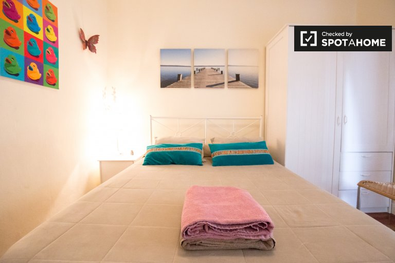 Spacious room in 4-bedroom apartment in Ibaiondo, Bilbao