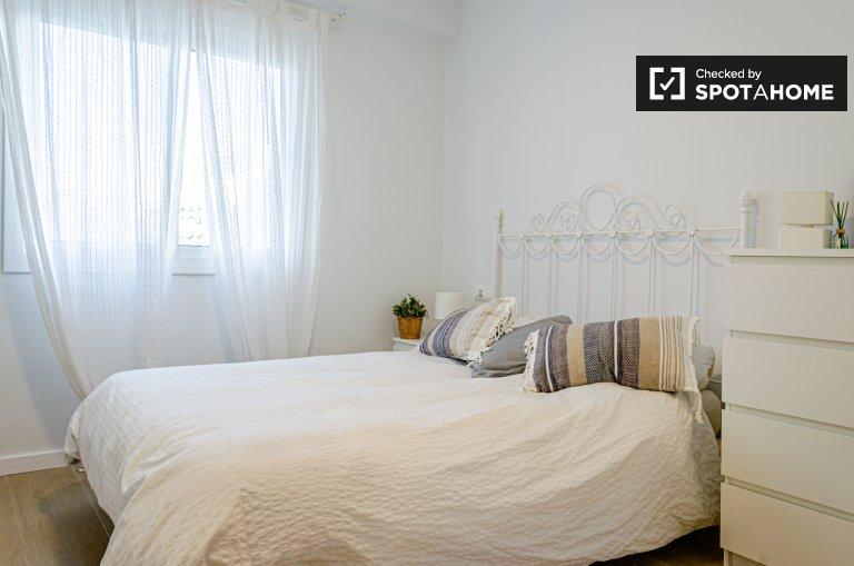 Camera in appartamento con 2 camere da letto a Quatre Carreres, Valencia