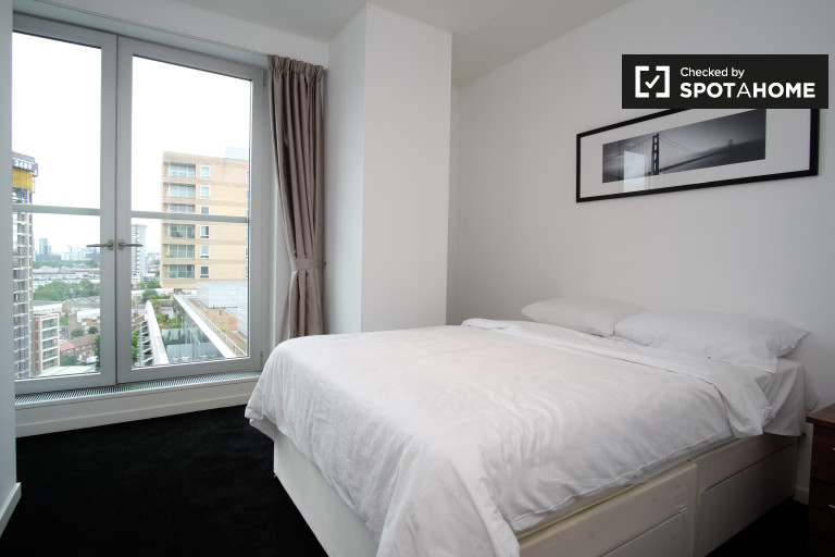 Double Bed in Rooms to rent in contemporary 2-bedroom flatshare, Isle of Dogs