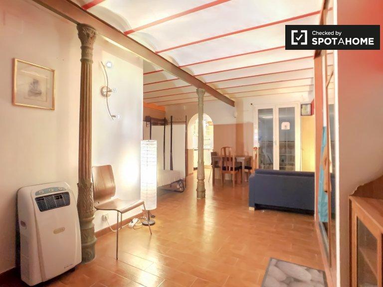 Wyjątkowe studio do wynajęcia w Sants w Barcelonie