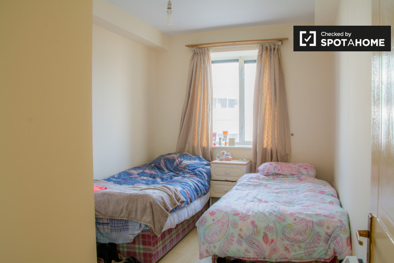 Twin Beds in Shared rooms in 2-bedroom flatshare in Broadstone, Dublin city centre
