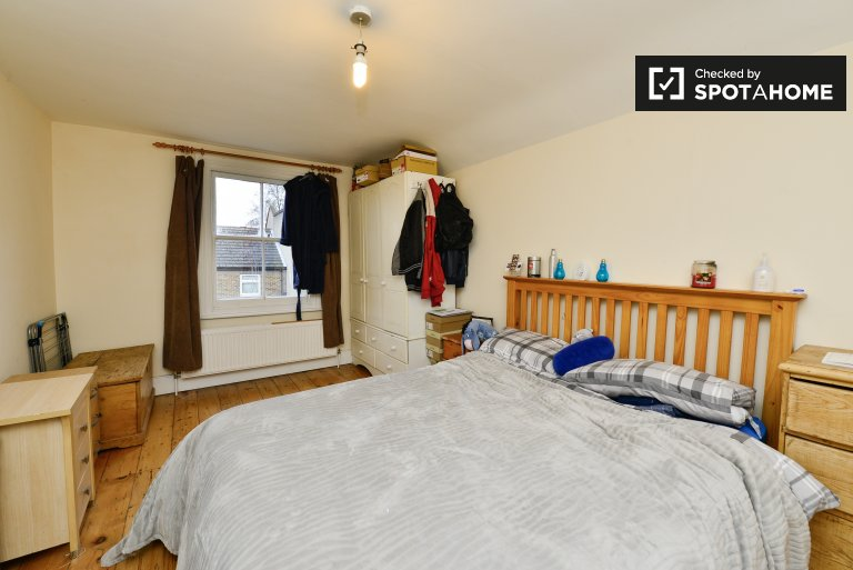 Chambres à louer dans un appartement de 4 chambres à Brixton, Londres