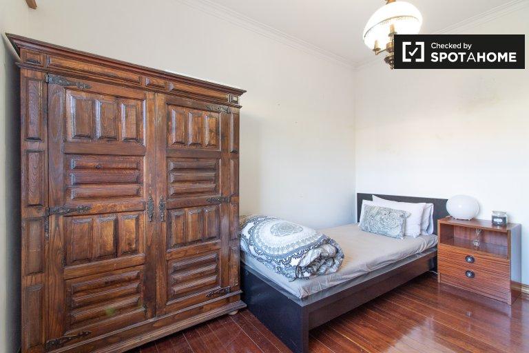 Camera in affitto in appartamento con 3 camere da letto a Carcavelos, Lisbona
