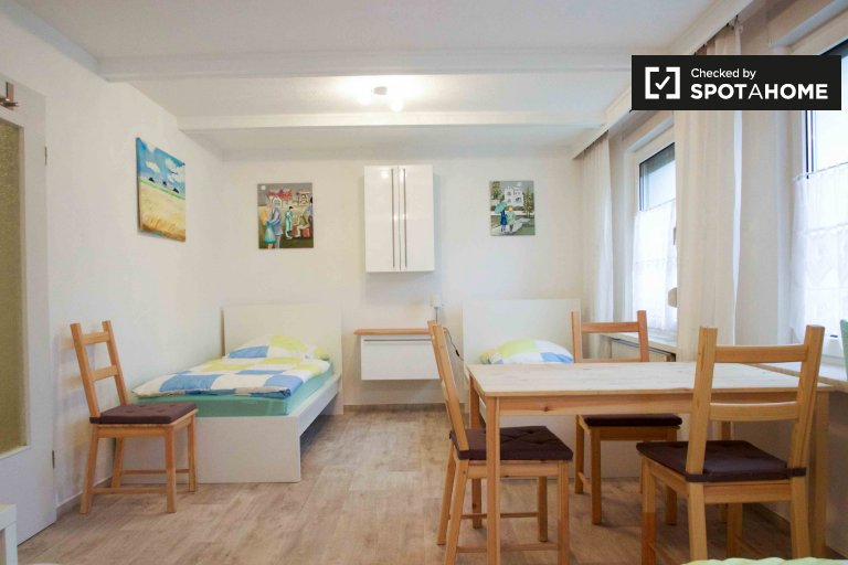 Twin Beds in Beds and Room for rent in cosy 4-bedroom house in Marzahn-Hellersdorf