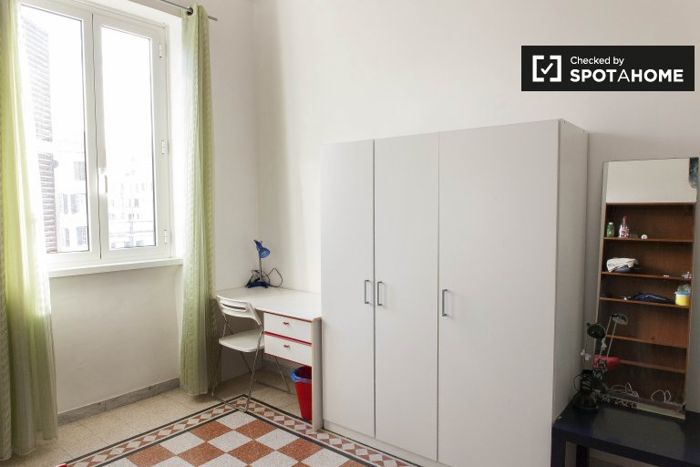 Single Bed in Rooms for rent in cozy 4-bedroom apartment in Prati