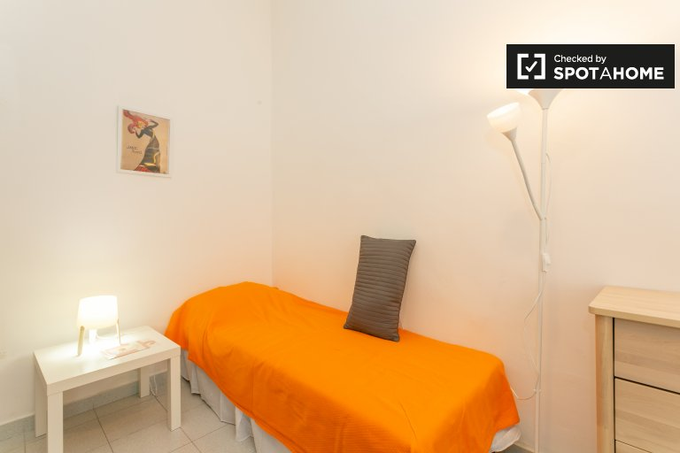 Cozy room for rent in Loreto, Milan