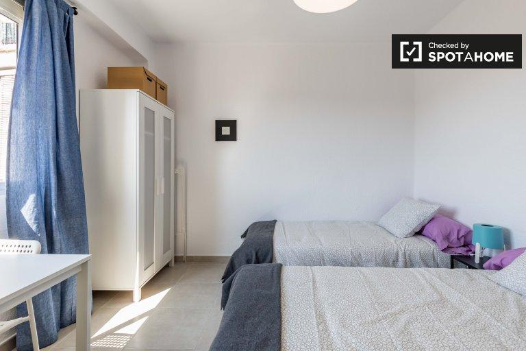 Chambre moderne dans un appartement de 3 chambres à Poblats Marítims