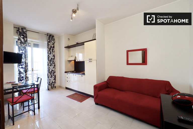 Apartamento de 1 quarto com varanda para alugar em Loreto, Milão