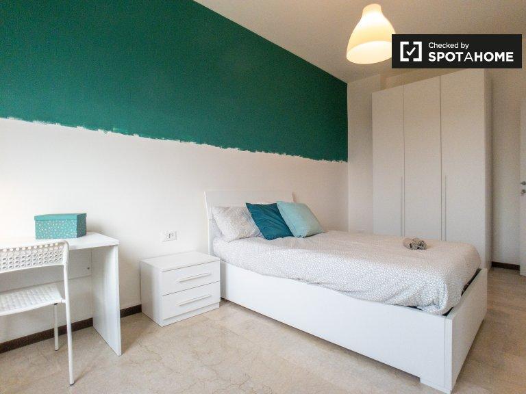 Precotto, Milano'da 3 yatak odalı dairede kiralık oda
