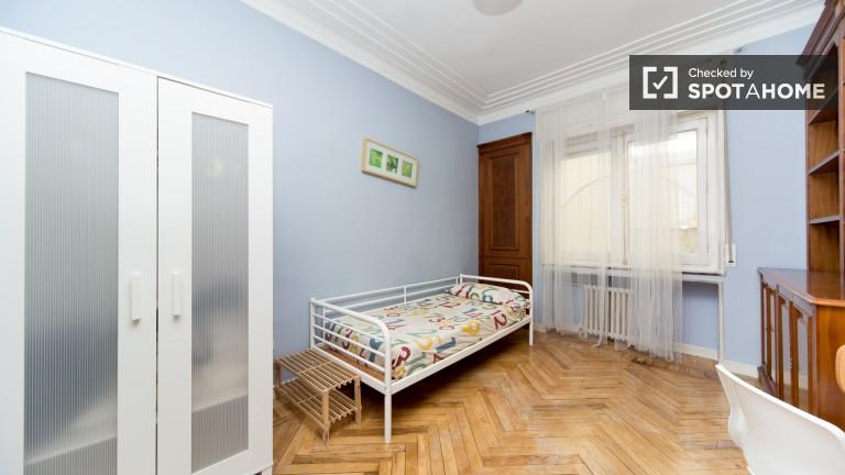 Bedroom 1 – Exterior small single room