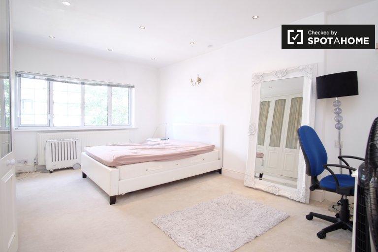 Pokój do wynajęcia w domu z 4 sypialniami w Golders Green, Londyn