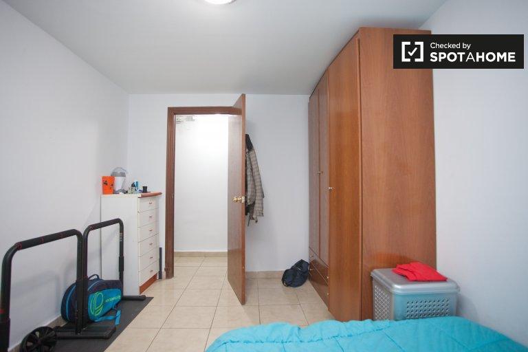 Chambre meublée à louer dans un appartement de 4 chambres à Alameda