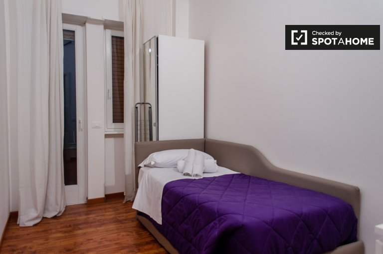 Se alquila habitación en apartamento de 3 dormitorios en San Pietro, Roma