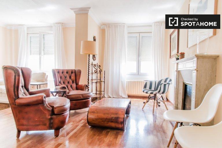 Apartamento de 5 quartos para alugar em Ciutat Vella, Valência
