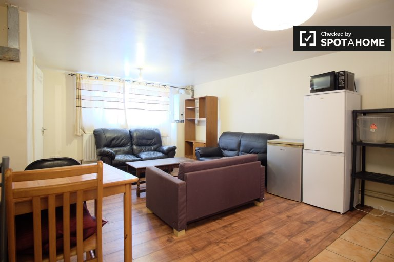 Neat 4-bedroom flat to rent in Southwark, London