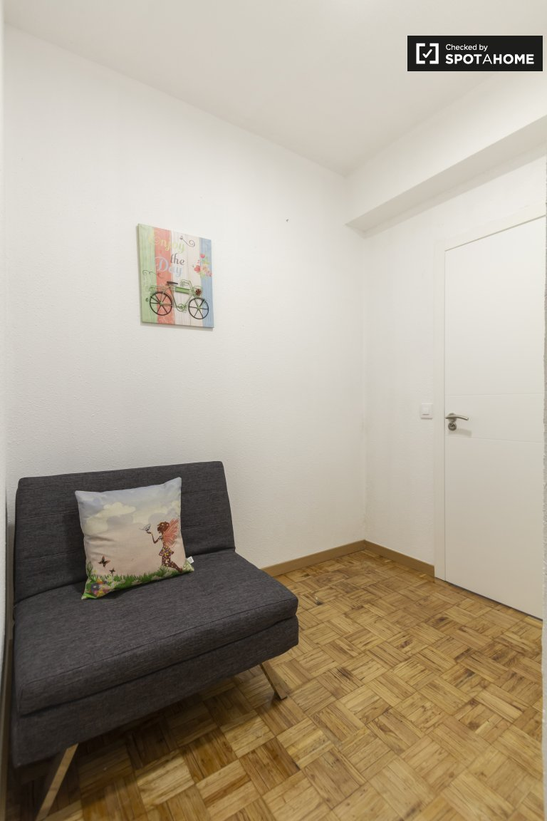 Spacious room for rent in 4-bedroom apartment in Lavapies