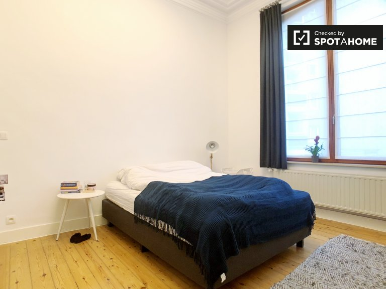 Equipped room in shared apartment in Brussels