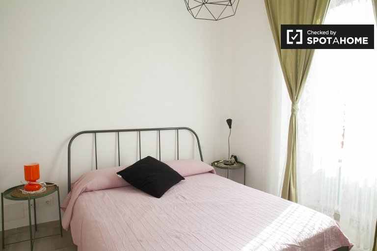 Cosy room in a 2-bedroom apartment in Trastevere, Rome