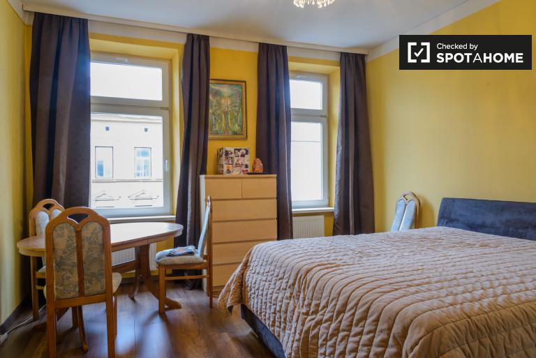 1-bedroom apartment with queen bed for rent in Favoriten
