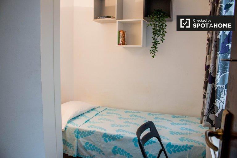 Room for rent in 4-bedroom apartment in Sants, Barcelona