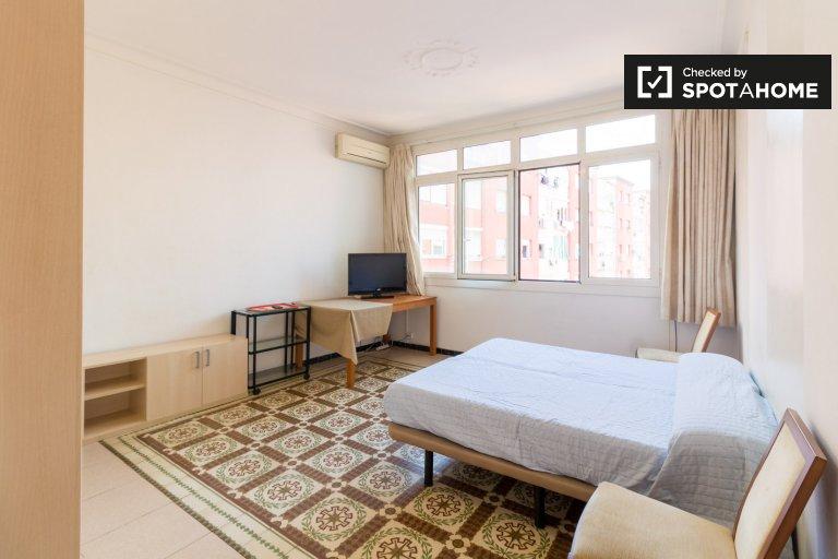Pokój w apartamencie z 4 sypialniami w Eixample Dreta, Barcelona