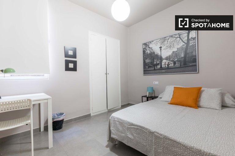 Nowoczesny pokój w apartamencie z 5 sypialniami w L'Eixample w Walencji