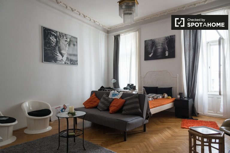 Double Bed in Rooms for rent in modern 7-bedroom apartment in Josefstadt