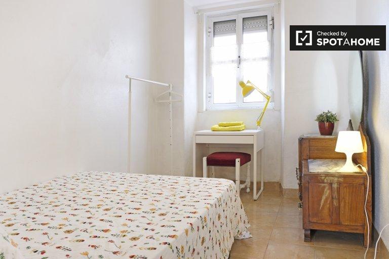 Pokoje do wynajęcia w apartamencie z 2 sypialniami w Arroios, Lisboa